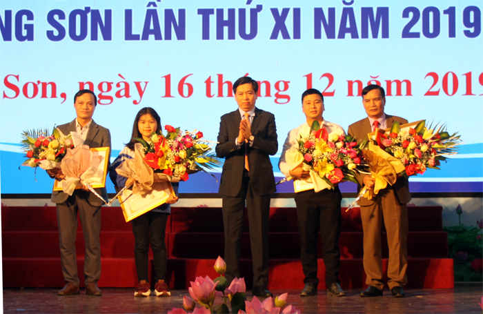 Winners of Lang Son's innovation contests awarded