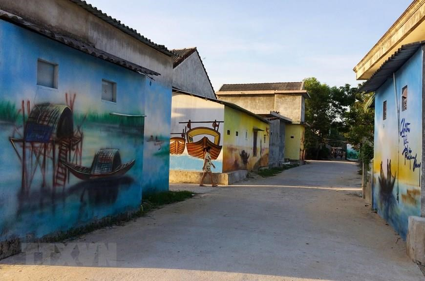Murals help fishing village attract more visitors