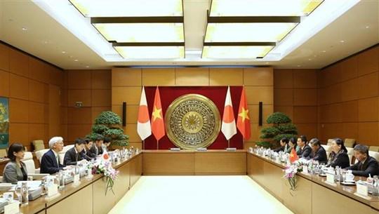 加强越南与日本的议会合作