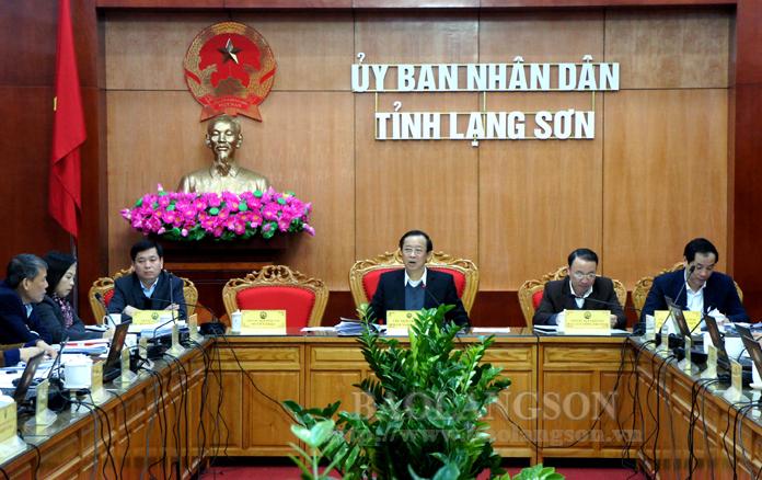 谅山省人民委员会召开12月份例行会议
