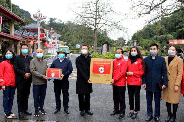 谅山省向中国广西提供防控新型冠状病毒感染肺炎疫情的医疗设备