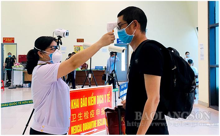 进入越南的外国专家和企业:从边境口岸开始拧紧医疗控制