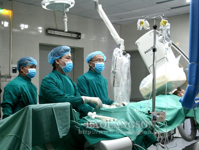 谅山省综合医院成功进行冠状动脉支架植入术
