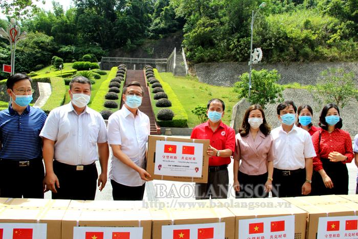 谅山省接收广西(中国)捐赠的医疗物质