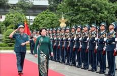 国会主席阮氏金银视察防空空军军种