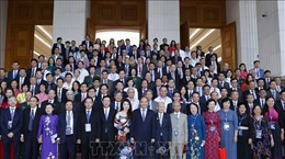 政府总理阮春福:为知识分子、科学家和文艺工作者发挥才华和智慧创造一切便利条件