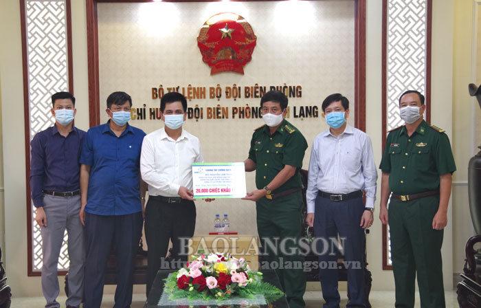 向省边防部队赠送两万只医用口罩