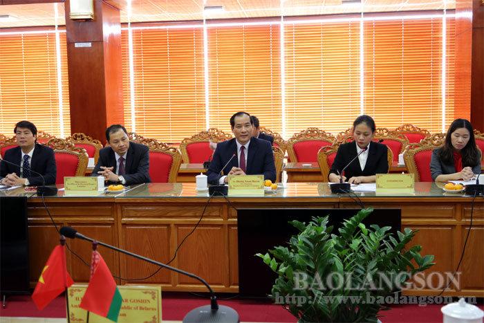 谅山省人民委员会领导会见亚美尼亚,白俄罗斯和哈萨克斯坦 等国驻越南大使代表团