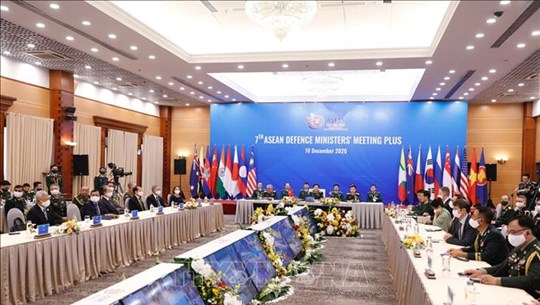 ASEAN 2020:新加坡国防部部长对越南成功举办ADMM和ADMM+给予高度评价