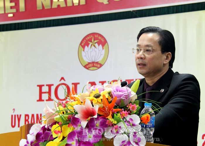 越南祖国阵线谅山省委员会接授越南祖国阵线中央委员会的旗帜