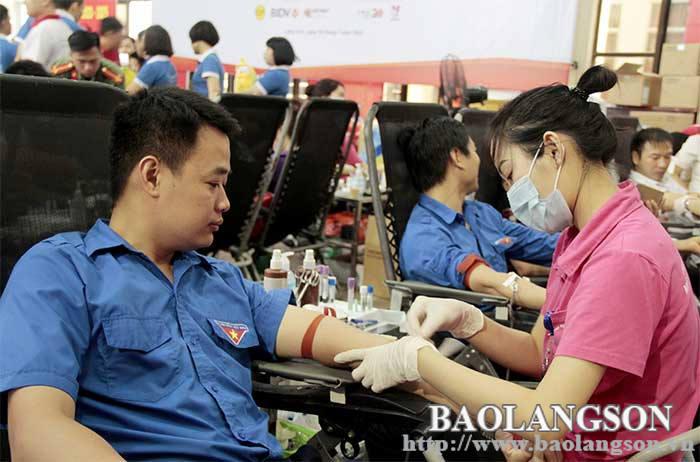 红色之旅:推动无偿献血运动