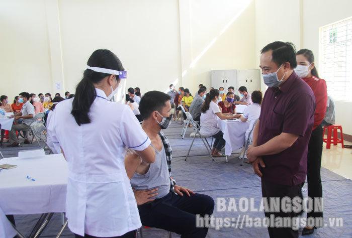 省人民委员会领导赴禄平,定立县视察新冠病毒疫苗接种工作