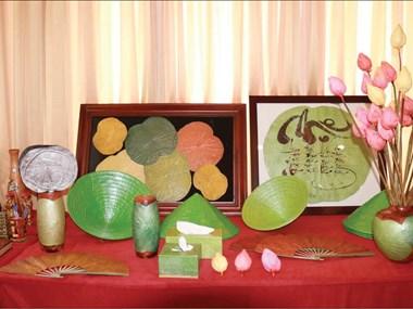 干莲花工艺品——富有越南文化艺术价值的纪念品